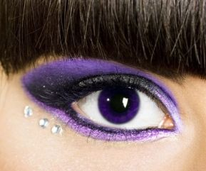 evening-make-up-purple-with-purple-contact-lenses-and-glitter