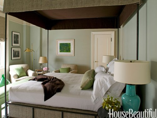 10-hbx-gray-green-bedroom-timothy-whealon-0609-vN4vP5-lgn