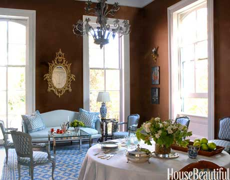 an-intimate-dining-room-xlg-4650194