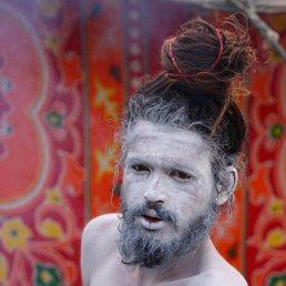 626680-sadhu-visage-couvert-cendre-pose