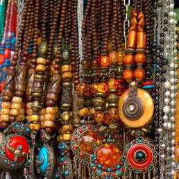 Ethnic_jewellery_being_sold_at_Colaba,_Mumbai