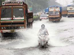 heavy-rains-lash-mumbai-people-advised-to-stay-home