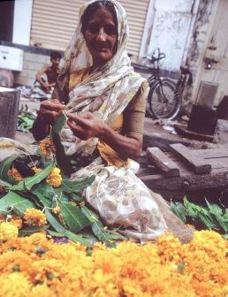 Woman_stringing_flowers_for_Diwali,_Mumbai