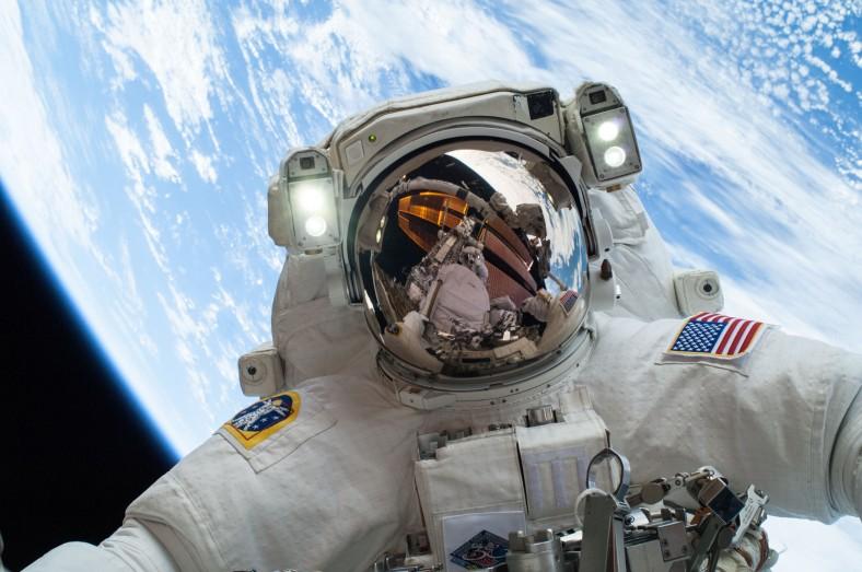 astronaut-selfie-full-res