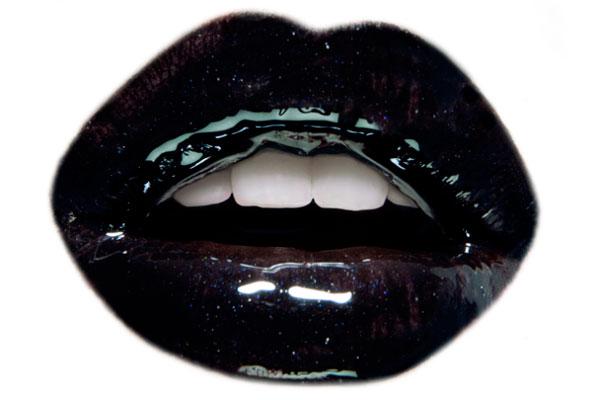 glossy-black-lips
